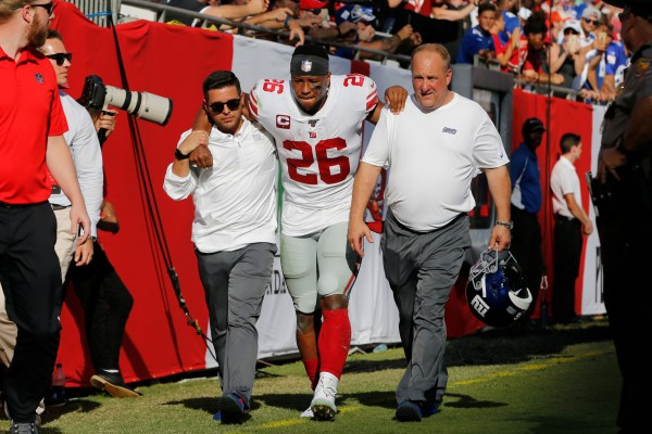 Saquon Barkley leaves Giants game with ankle injury
