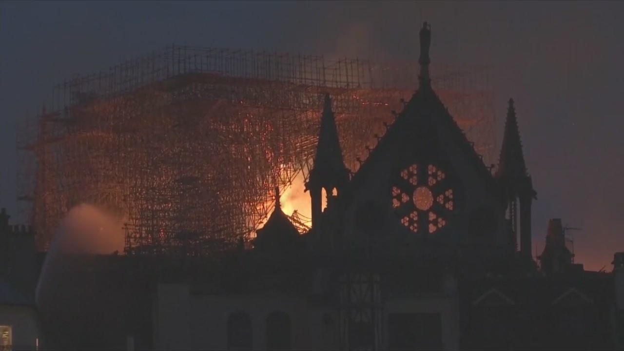 Local_Reaction_to_Notre_Dame_Fire_0_20190416031134