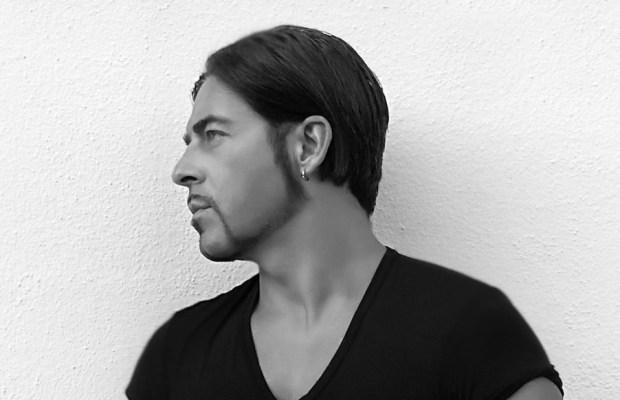 Premiere: Oliver Carloni - Revenant (Dino Maggiorana Remix)