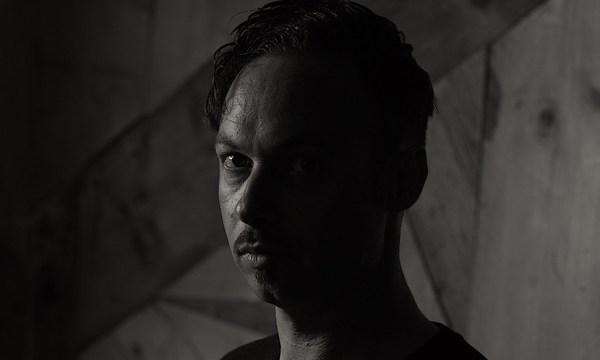 Premiere: Ian Axide - VU
