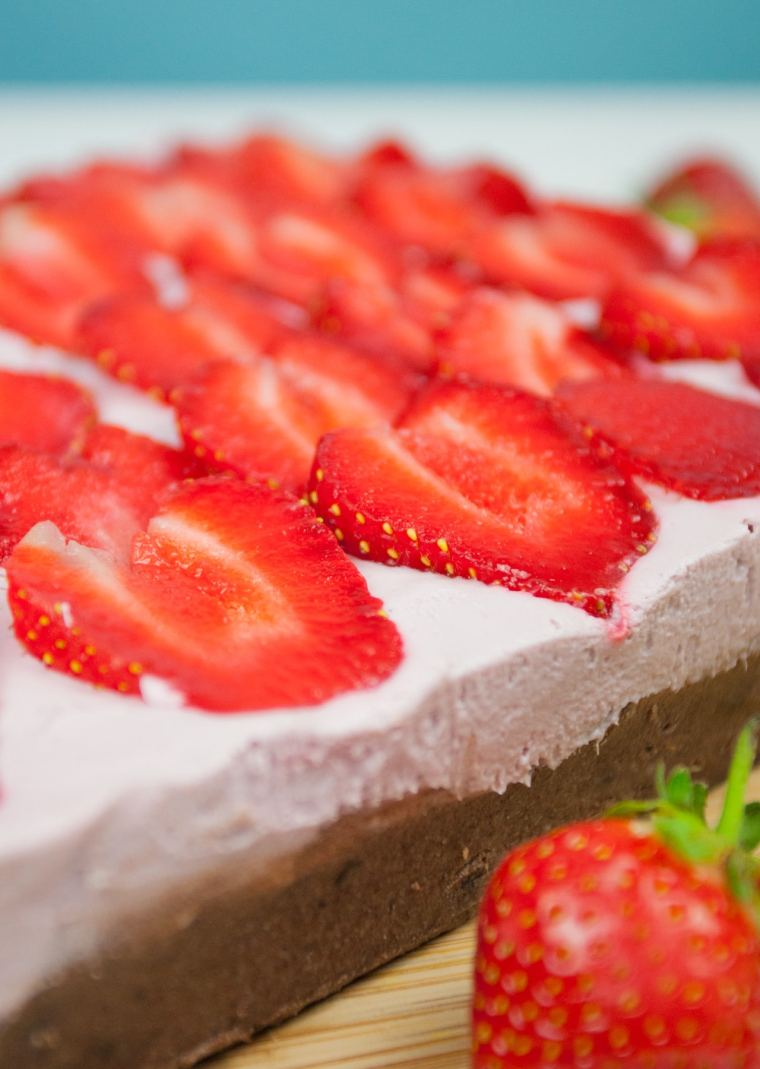 No-Bake Strawberry Cheesecake Brownies