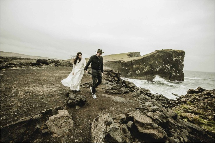 Walking along the cliffs - an anniversary shoot in Iceland by Projectphoto.ch