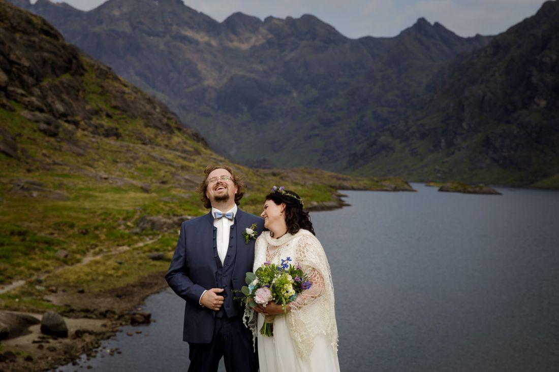 Tina & Jürgen say their wedding vows by Lynne Kennedy Photography