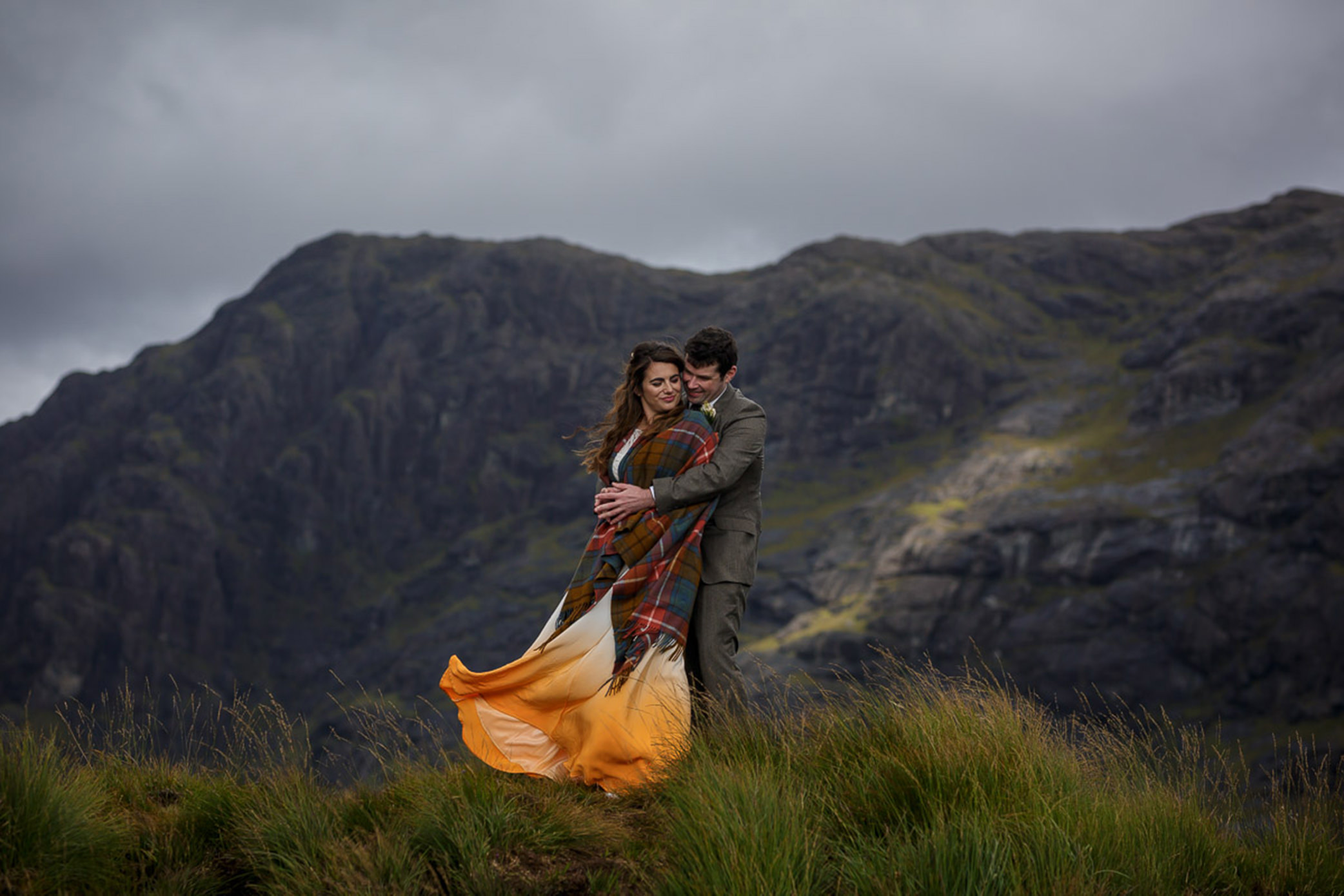 An orange ombre dress for this Scottish elopement by Lynne Kennedy Photography
