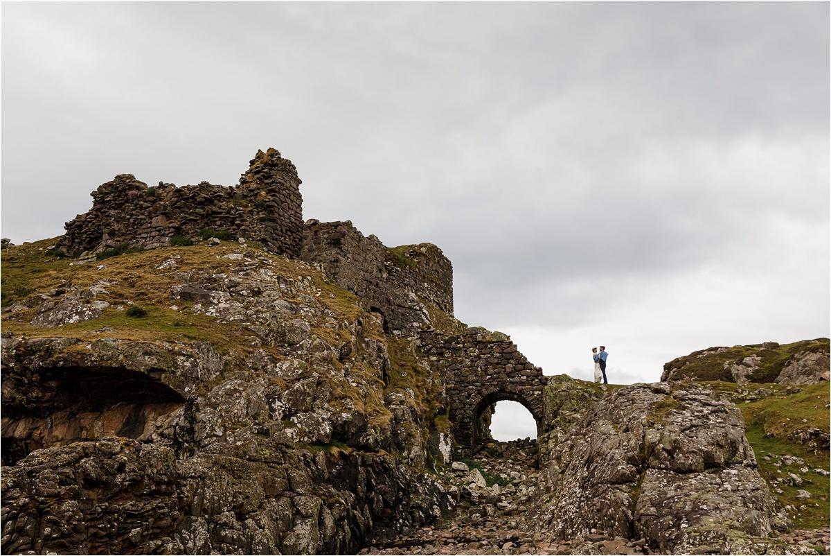 Castle ruin elopement in Scotland by Lynne Kennedy Photography