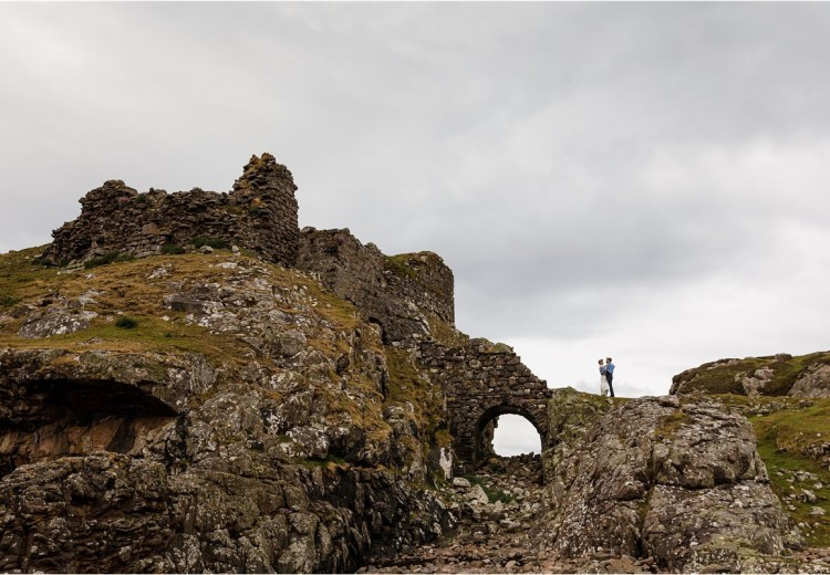 Castle ruin elopement in Scotland by Lynne Kennedy Photography