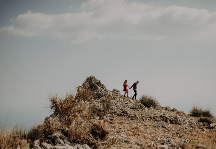 Couple exploring the Aurunci Mountains