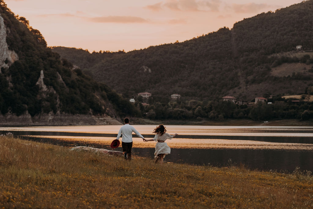 Sunset photoshoot on Lake Turano
