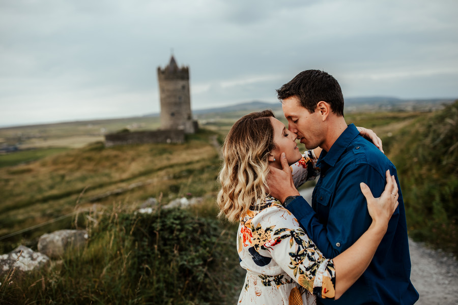 Couple's shoot at Doonagore Castle