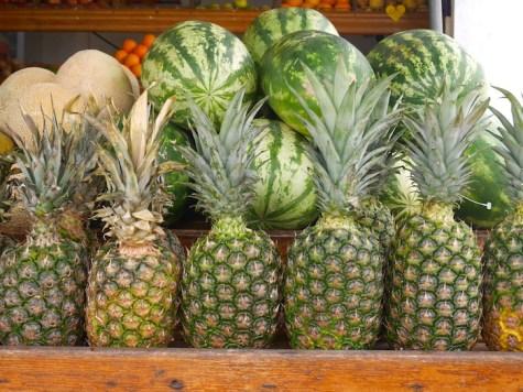 Ananas en watermeloen bij Asis Fruitswagen