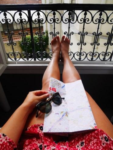 Bijzondere plek om te overnachten in parijs legen hotel balkon