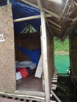 Binnenin ons hutje khao sok thailand