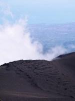 Etna vulkaan wolken zee