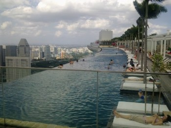 Infinity Pool singapore marina bay