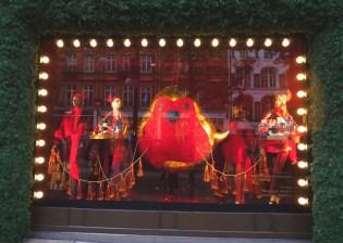 Kerstshoppen in Londen feestelijke etalage
