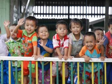 Kindjes-Inle-Meer-in-Myanmar