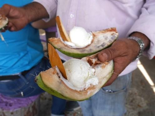Kokosnootijs Curacao asis fruitswagen