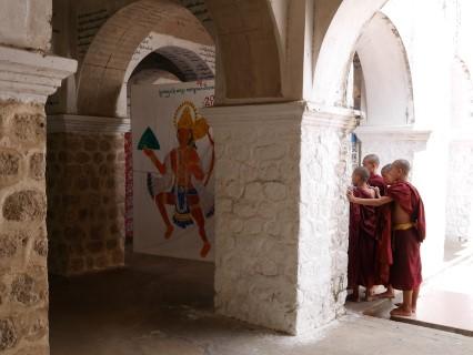 Mandalay Hill monniken handlezen