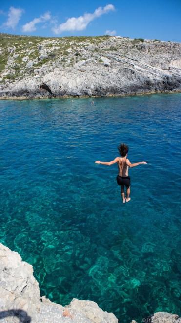 Porto Roxa cliff jump zakynthos