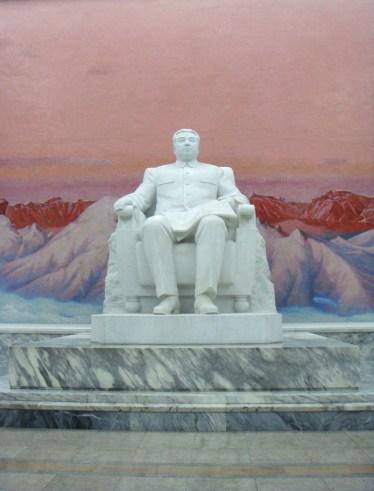 Reizen naar Noord-Korea standbeeld