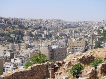 Ruines en uitzicht over amman vanaf citadel