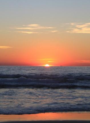 Surfen in andalusie zonsondergang