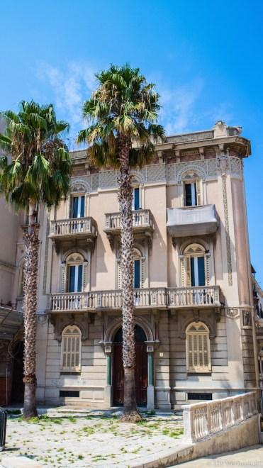 bari italie gebouw palmbomen puglia