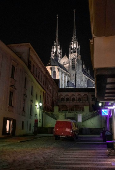 brno cathedral nacht