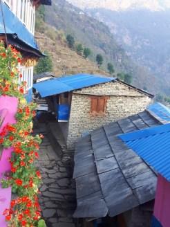 kleurige huisjes onderweg himalaya trekking