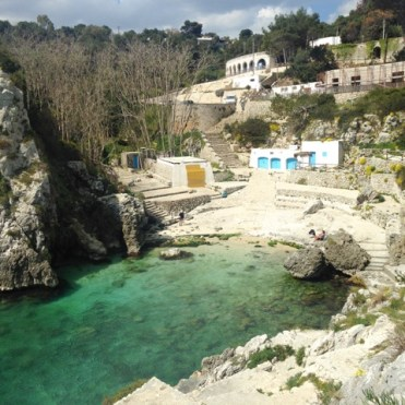 kust baai italie groen blauw water