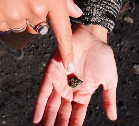 sicilie etna glinsterende lava stenen