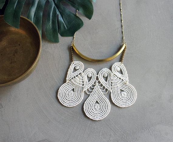 white owl lace neckpiece