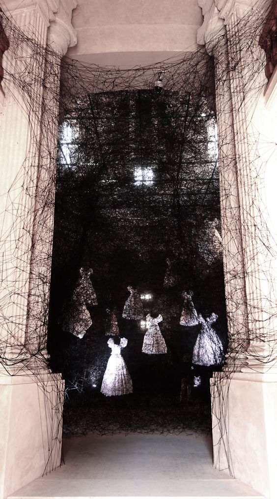 Chiharu Shiota dresses black threads 02