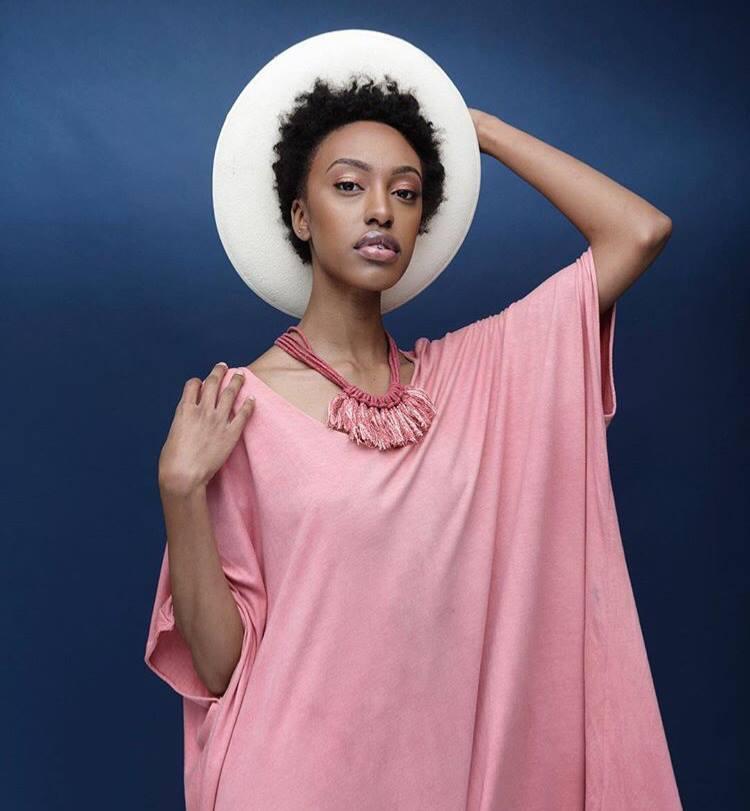 Zelma Rose necklace model 02