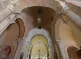 Intérieur de l'église de Verneuil Nièvre Passion