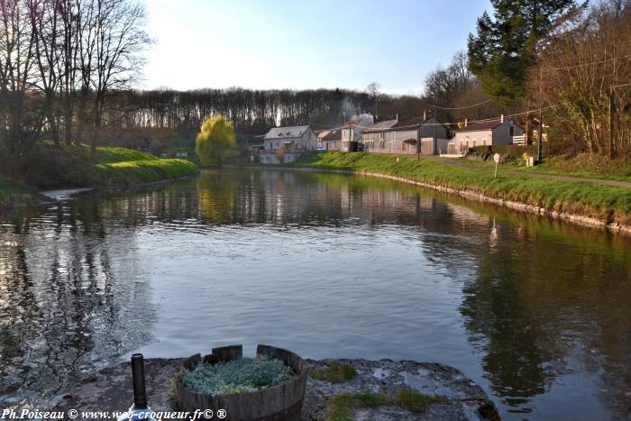 Port Brulé Canal du Nivernais