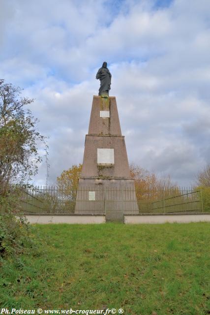Statue du Sacré Coeur de Varzy
