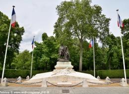 Monument Aux Morts de Nevers