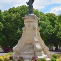 Monument aux Morts de Donzy