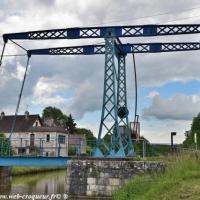 Pont-Levis de Pousseaux - Canal du Nivernais