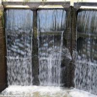 Écluse de Mingot - Pont canal pour franchir l'Aron