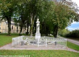 Monument aux Morts d'Urzy