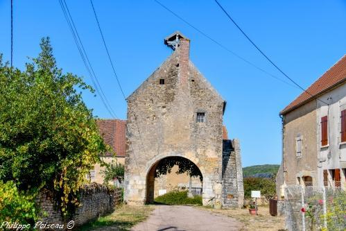 Ancien corps de garde de Sur Yonne Nièvre Passion