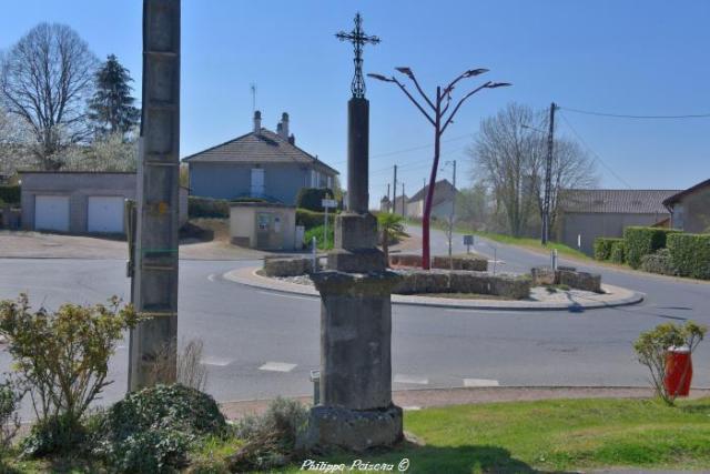 Croix de carrefour de Cercy la Tour