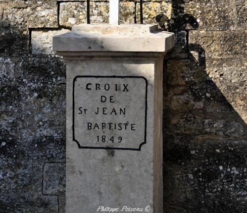 Croix de Saint Jean Baptiste de Trucy-l'Orgueuilleux