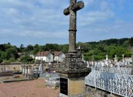 Croix du cimetière de Saint-Saulge Nièvre Passion