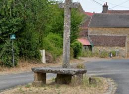 Croix et pierre des morts de Metz le Comte
