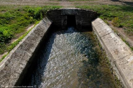 Asnois le lavoir de la rivière