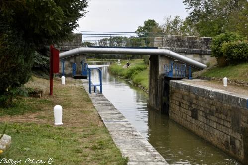 L'écluse N°27 du versant Loire