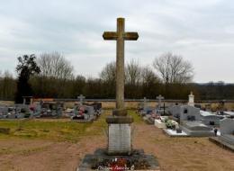Monument aux morts de Monceaux le Comte